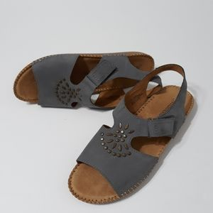 Auditions gray leather EUC sandals